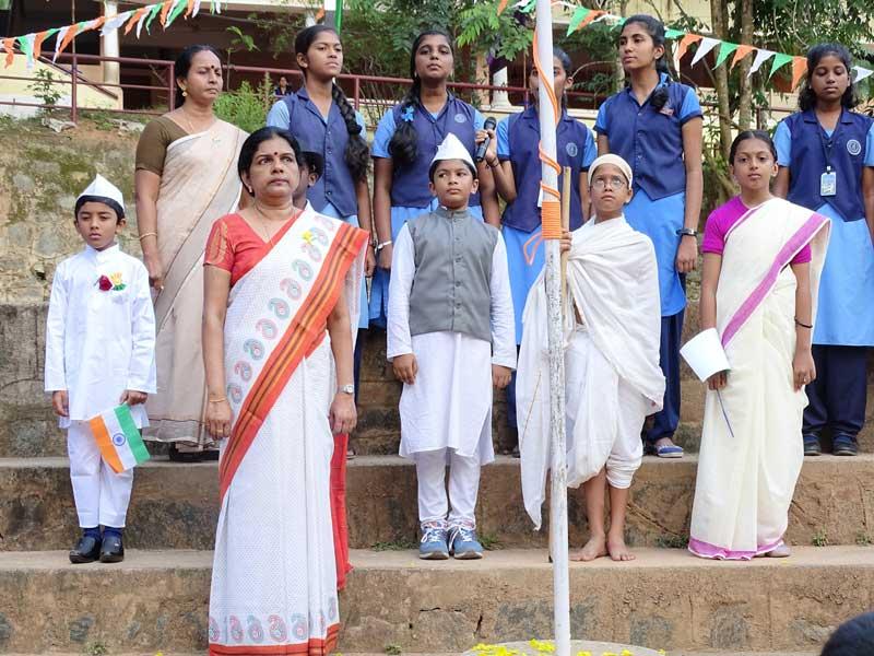 independence day celebration - bhavans manvila school
